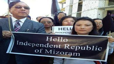 Photo of Mizoram: Former CM Lal Thanhawla holds 'Independent Mizoram' poster during protest against CAB
