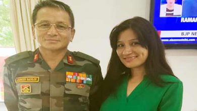 Photo of Arunachal: Anshu Jamsenpa calls on Maj Gen Jarken Gamlin