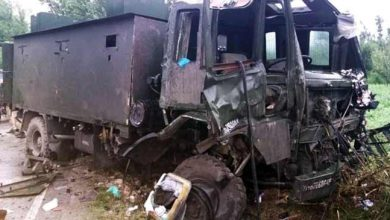 Photo of Army convoy targeted with IED blast in Pulwama, 9 jawan injured
