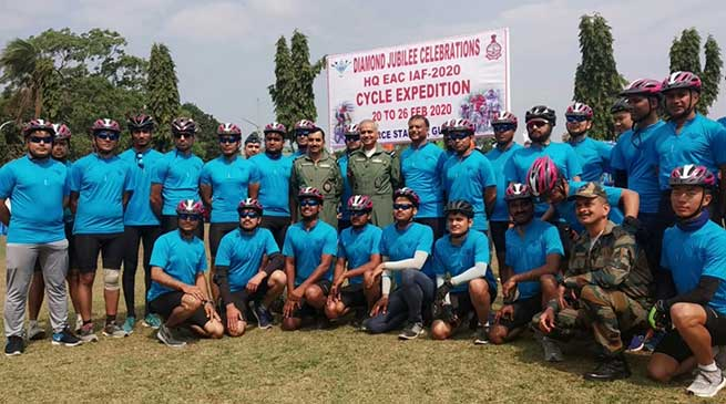Assam: IAF cycling expedition flag in by AOC-in-C at Guwahati