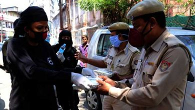 Photo of Covid-19 Lockdown: Sri Sathya Sai Seva Organisation provides Lunch Packets to policemen