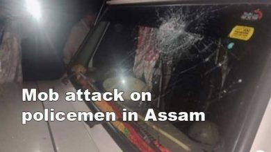 Photo of Assam: 4 policemen injured in mob attack while enforcing lockdown in Lakhimpur