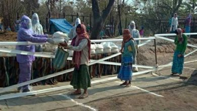 Photo of Coronavirus crisis : Indian army distributes relief materials to fire victims, but maintained social distancing